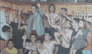Η ΑΕΚ... έλιωσε τον Ολυμπιακό και κατέκτησε το πρωτάθλημα! (VIDEO)