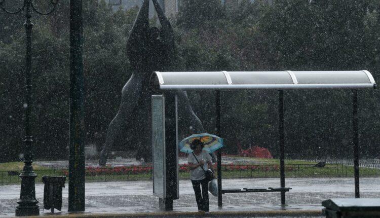 Καιρός: Ακόμα και στην Αθήνα αναμένεται χαλάζι