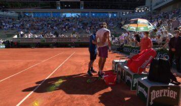 Roland Garros: Ο πόνος στην μέση του Τσιτσιπά (VIDEO)