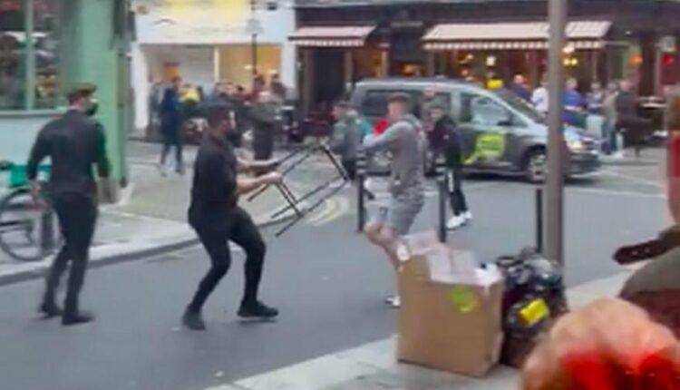 Δουβλίνο: Νεαροί παρενόχλησαν έγκυο και πιάστηκαν στα χέρια τους την «έπεσαν» σερβιτόροι! (VIDEO)