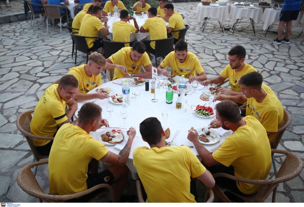 AEK: Το BBQ για όλα τα μέλη της αποστολής στην Πορταριά (ΦΩΤΟ)