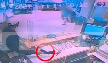 VIDEO-σοκ από ένοπλη ληστεία στη Νέα Φιλαδέλφεια -Κράτησε όμηρο μία γυναίκα