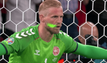 EURO 2021: Είχε ενημερώσει ο Σμάιχελ τον διαιτητή από το β' ημίχρονο για το λέιζερ