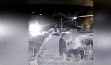 Βίντεο ντοκουμέντο – Μύκονος: Γάλλος κακοποιός κλέβει πανάκριβο ρολόι από τουρίστρια προσποιούμενος τον μεθυσμένο (VIDEO)