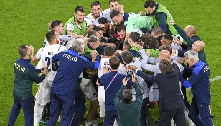 EURO 2021: Χάος άφησαν στα αποδυτήρια του «Γουέμπλεϊ» οι Ιταλοί (VIDEO)
