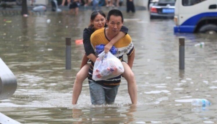 Κίνα: 18 νεκροί από τη μεγαλύτερη βροχή των τελευταίων 1.000 ετών (VIDEO)