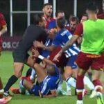 Πόρτο - Ρόμα: Η αγκωνιά του Πέπε στον Μχιταριάν έφερε σύρραξη στο φιλικό (VIDEO)