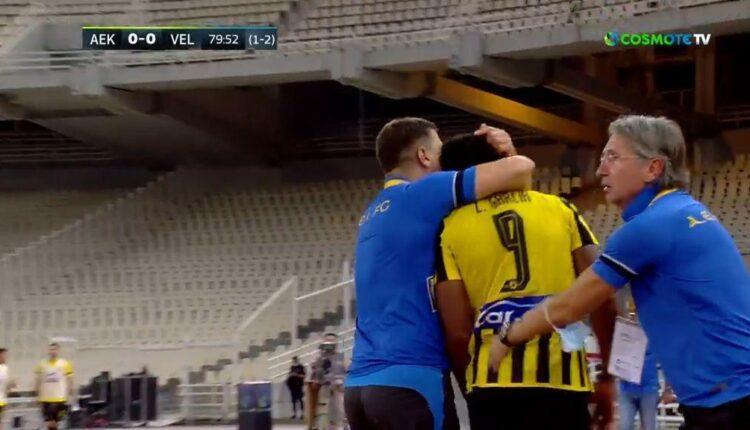 ΑΕΚ-Βελέζ: Αγκαλιά παρηγοριάς του Μιλόγεβιτς στον Λιβάι (VIDEO)