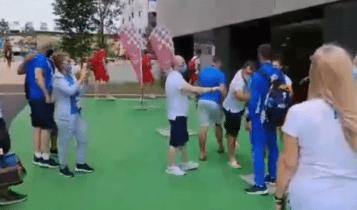 Αποθεώθηκε ο Ντούσκος στο Ολυμπιακό χωριό (VIDEO)
