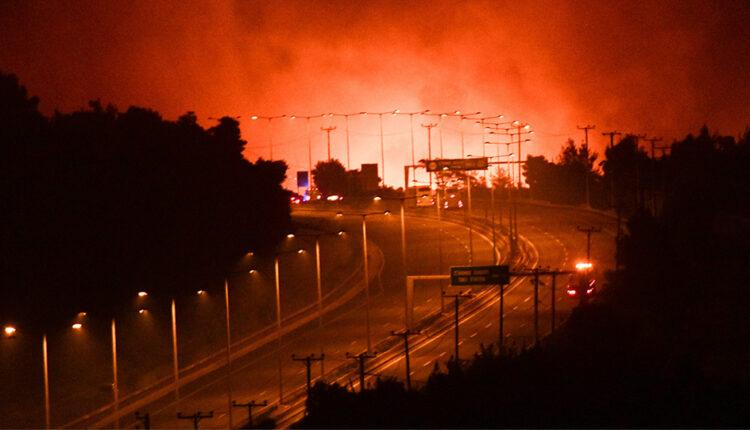 Πυρκαγιές: Εκκενώνονται Καπανδρίτι, Αγιος Στέφανος και Πολυδένδρι (VIDEO)