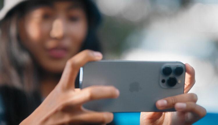 Η Samsung τα... χώνει στην Apple -«Τώρα θυμήθηκες την οθόνη 120Hz;»