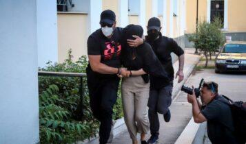Επίθεση με βιτριόλι: Η χαρτορίχτρα της κατηγορούμενης είχε καταδικαστεί για απάτη (VIDEO)