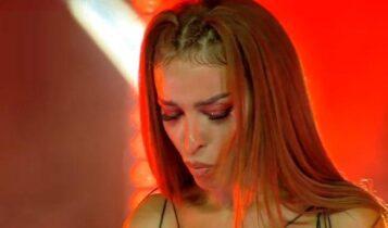 «Μας ακούς;»: Λύγισε στην πρώτη συναυλία η Ελένη Φουρέιρα μετά την απώλεια του Mad Clip (VIDEO)