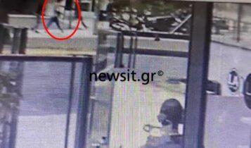 Νέο VIDEO ντοκουμέντο από την επίθεση στην Αλεξάνδρας: Η στιγμή που οπλίζει ο δράστης