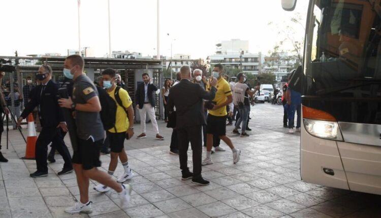Η άφιξη της ΑΕΚ στην Τούμπα -Στην εξέδρα ανέβηκε ο Δημητριάδης (VIDEO)
