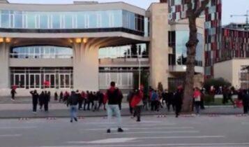 Επεισόδια πριν το Αλβανία-Πολωνία στην πλατεία Τερέζα (VIDEO)