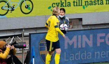 Ο Φόρσμπεργκ υποσχέθηκε τη φανέλα του σε ball girl για να αργεί να δίνει την μπάλα στην Ελλάδα