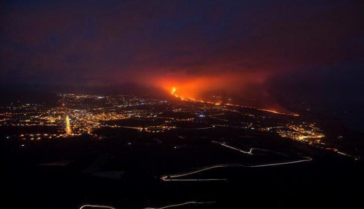 Λα Πάλμα: Συνεχίζει να «βρυχάται» το ηφαίστειο σχεδόν ένα μήνα μετά (VIDEO)