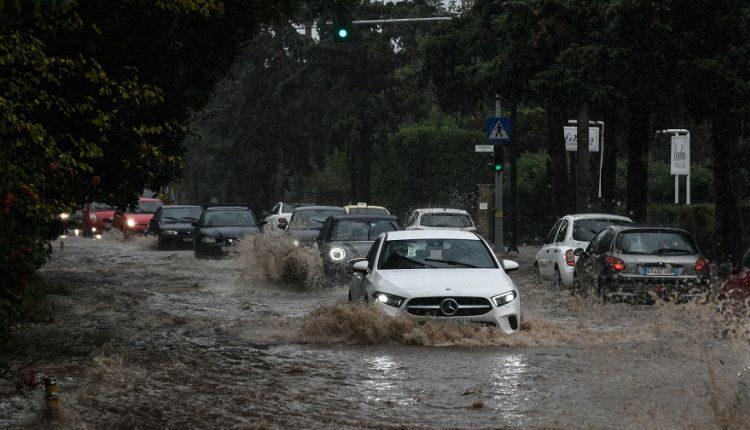 Καλλιάνος: «Σε 8 ώρες στην Αθήνα έπεσε ο μισός όγκος νερού απ' όσο όλο το χρόνο» (VIDEO)