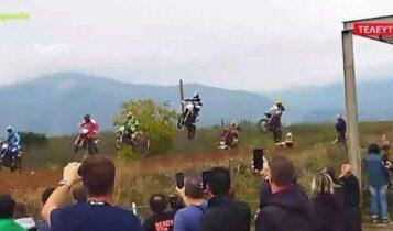 Γιαννιτσά: Ατύχημα σε αγώνα motocross - Τραυματίστηκαν σοβαρά 2 θεατές (VIDEO)