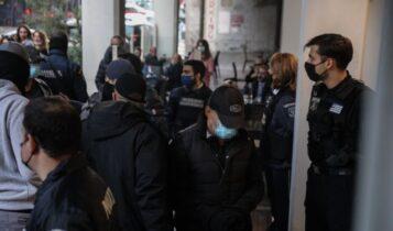 Πέραμα: Ελεύθεροι και οι 7 αστυνομικοί! (VIDEO)